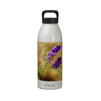 Le detengo botellas de agua reutilizables
