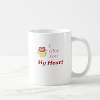 Le doy mi corazón - rosa taza básica blanca