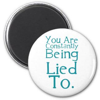 Le están mintiendo constantemente a imán redondo 5 cm
