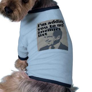 Le estoy añadiendo a mi lista de los enemigos ropa para mascota