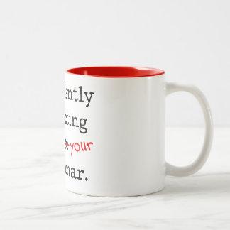 Le estoy corrigiendo silenciosamente soy gramática taza de café de dos colores