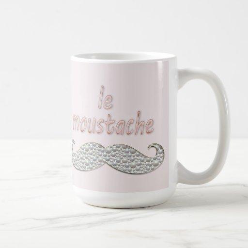 le moustache en rosa taza básica blanca