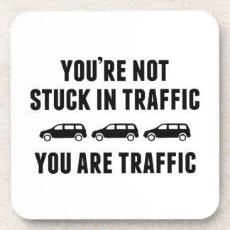 Le no pegan en tráfico. Usted es tráfico Posavasos De Bebida