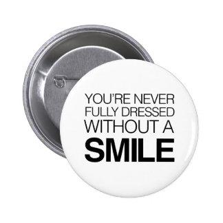Le nunca visten completamente sin una sonrisa pins