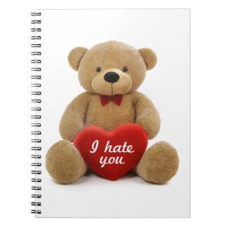 Le odio oso de peluche lindo que lleva a cabo el