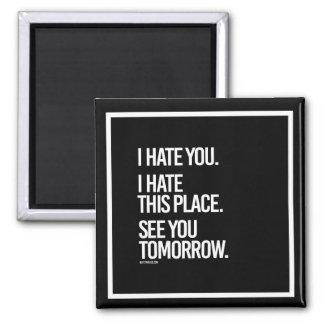 Le odio que odio este lugar le veo mañana - imán cuadrado