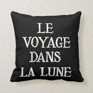 Le Voyage dans there Lune Throw Pillow