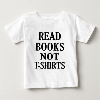 Lea los Ts de los libros no Playera De Bebé