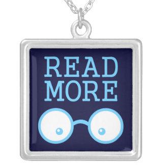 Lea más collar plateado