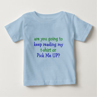 """Lea mi camisa o escójame ENCIMA"" de la camiseta"