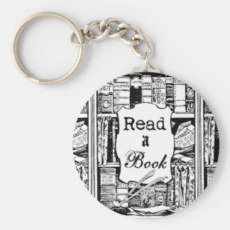 Lea un libro llavero