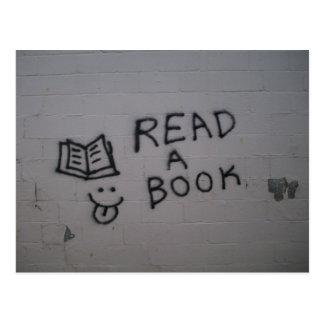 Lea un libro tarjeta postal