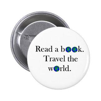Lea un viaje del libro el mundo pin redondo de 2 pulgadas