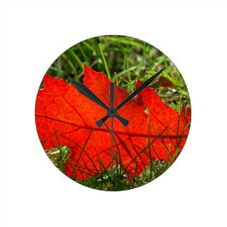 Leaf alone round clock