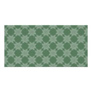Leafy pattern on olive green card