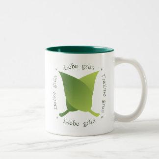 Lebe grün, liebe grün, träume grün, denke grün Two-Tone coffee mug