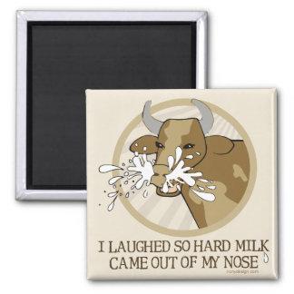 Leche de vaca hacia fuera mi nariz imán de frigorífico