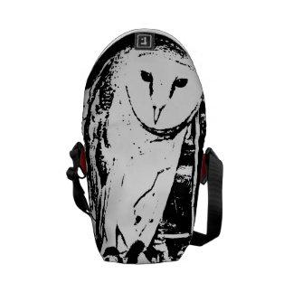 Lechuza común sabia negra y blanca monocromática bolsas de mensajeria
