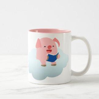 Lector lindo del cerdo del dibujo animado en la taza dos tonos