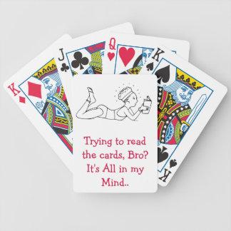 Lectura de la cubierta el jugar de tarjetas baraja de cartas bicycle