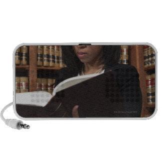 Lectura de la mujer en biblioteca jurídica mp3 altavoz