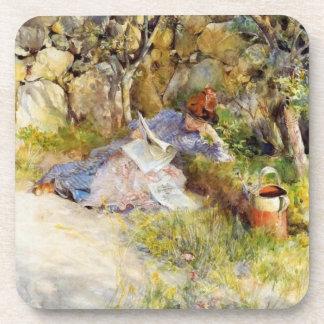 Lectura de la mujer joven en la sombra posavasos de bebidas