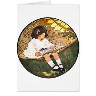 Lectura de la niña en una hamaca tarjetas