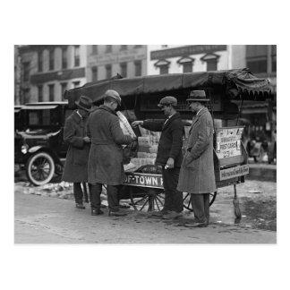 Lectura de las noticias, 1925 postal