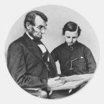 Lectura de presidente Lincoln con el hijo Tad, Etiquetas Redondas