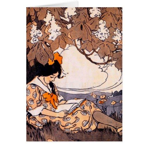 Lectura del chica del vintage debajo de un árbol tarjeta de felicitación