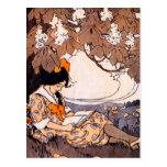 Lectura del chica del vintage debajo de un árbol postales