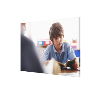 lectura del colegial en sala de clase impresion en lona