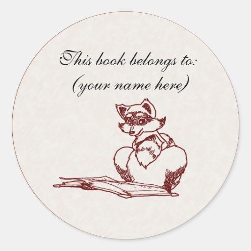 Lectura del mapache pegatina redonda