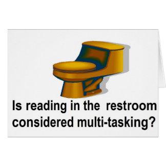 Lectura en el lavabo tarjeta de felicitación