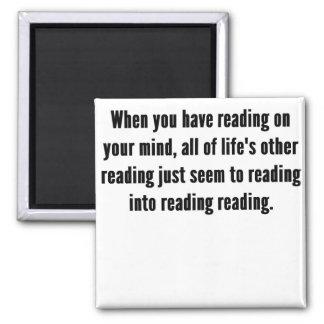 Lectura en su mente imán cuadrado