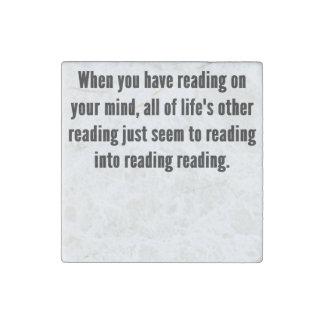 Lectura en su mente imán de piedra