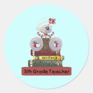 Lectura, escritura, 5to profesor del grado de la pegatina redonda