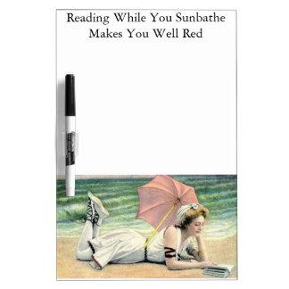 Lectura mientras que usted toma el sol humor pizarras blancas de calidad