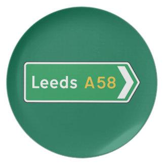 Leeds señal de tráfico BRITÁNICA Plato Para Fiesta