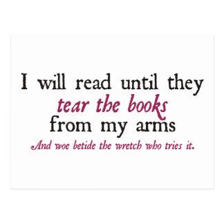 Leeré hasta que rasguen los libros de mis brazos tarjeta postal