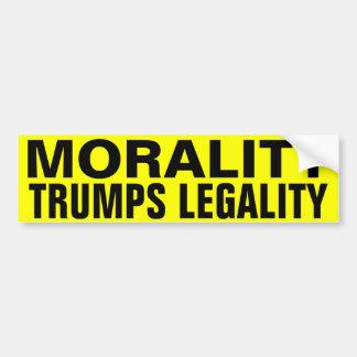 Legalidad de los triunfos de la moralidad pegatina para auto