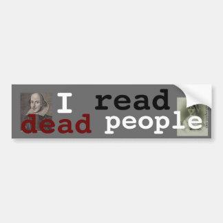 Leí a gente muerta etiqueta de parachoque