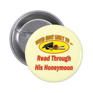 Leído en su luna de miel pin redondo de 2 pulgadas