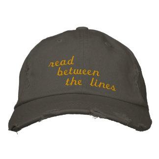 Leído entre las líneas gorras bordadas