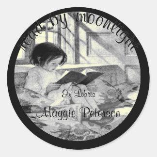 Leído por Bookplate del vintage del claro de luna Pegatinas Redondas