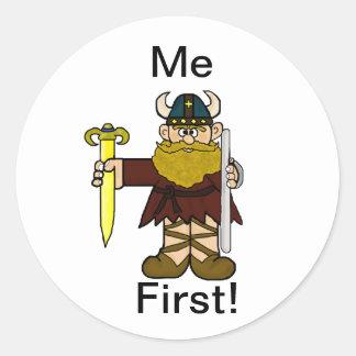 """¡Leif Erikson """"yo primero"""" pegatinas! Pegatina Redonda"""