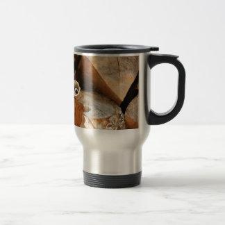 Leña apilada taza de café