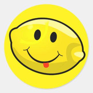 Lengua amarilla sonriente del limón pegatina redonda