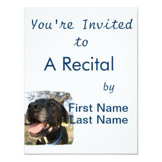 """Lengua del rosa del perro negro que sonríe en invitación 4.25"""" x 5.5"""""""