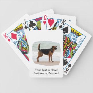 Lengua del soporte de la playa del pastor alemán h baraja cartas de poker